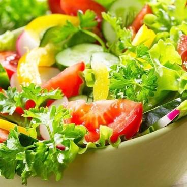 Thanh mát với món khai vị Salad rau xanh Đà Lạt sốt chanh leo